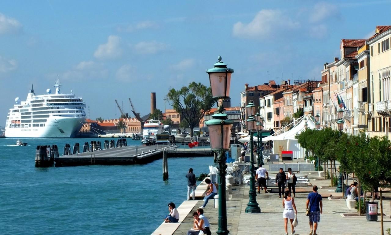 venice-italy-venezia-sea-cruise-ship-cruise-ship